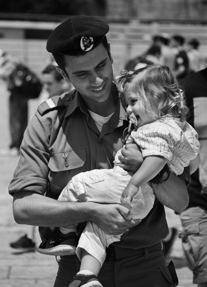 Soldier Carrying His Daughter Kotel 1329