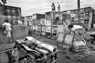 Living in the Navotas Cemetary