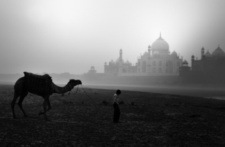 Morning outside Taj Mahal